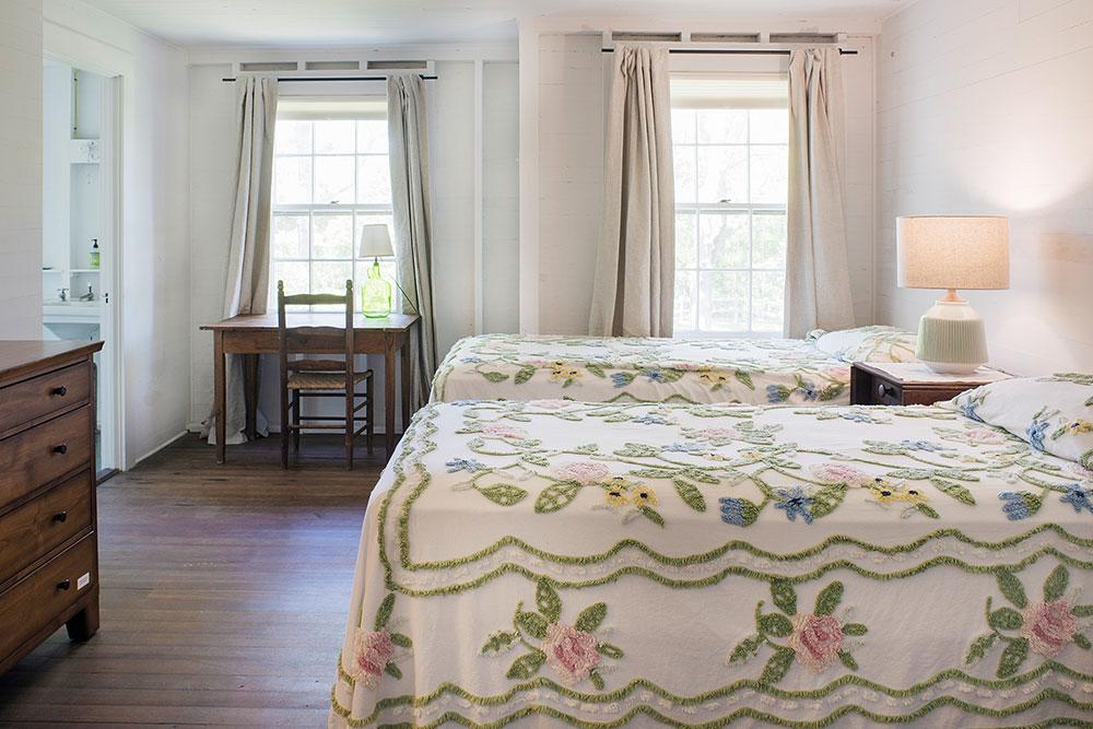 LakeHouse18-08-bedroom