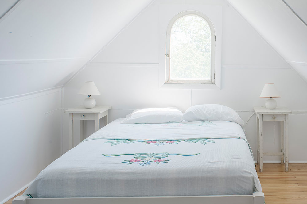 LakeHouse18-14-bedroom