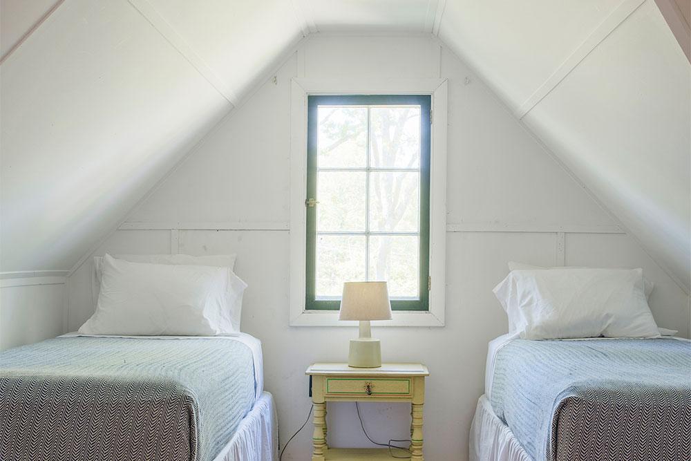 LakeHouse18-15-bedroom