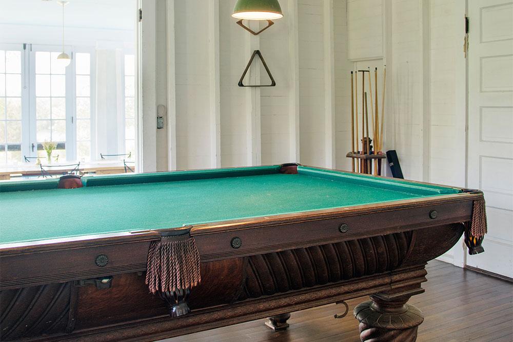 LakeHouse18-18-poolroom